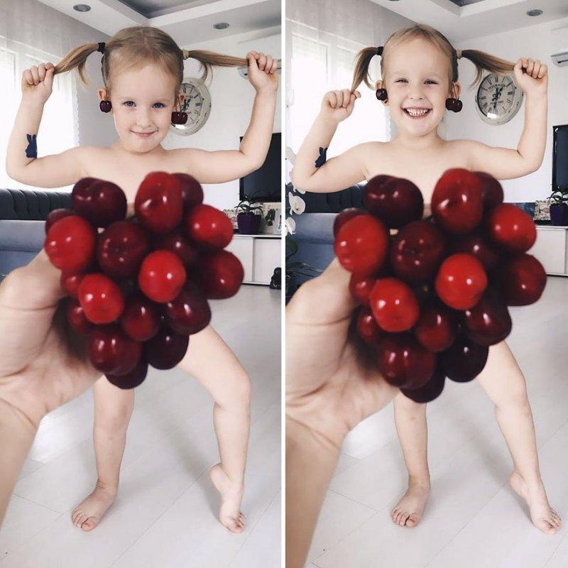 Мама фотографирует свою дочь в удивительных нарядах