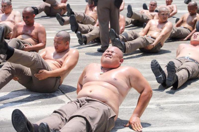 В Таиланде появился лагерь для полицейских с лишним весом