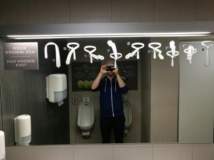На зеркале  инструкция как завязывать галстук (фото дня)