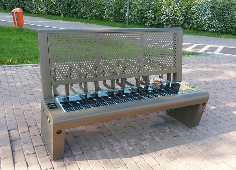 Скамейка с Wi-Fi, розетками на солнечной батарее