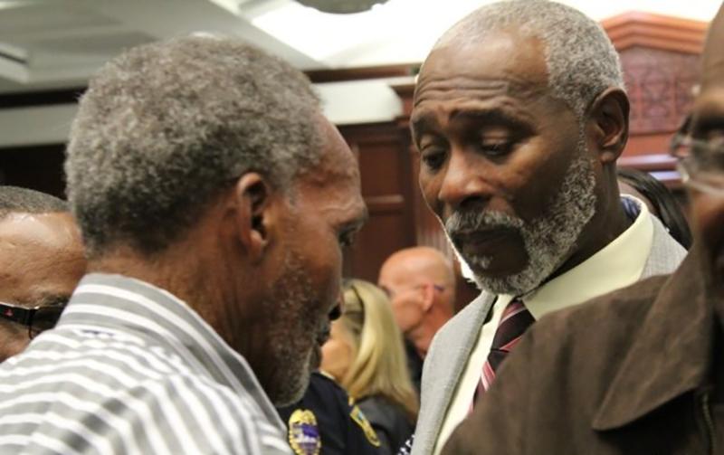 2 невиновных мужчин провели в тюрьме 42 года не за свои преступления