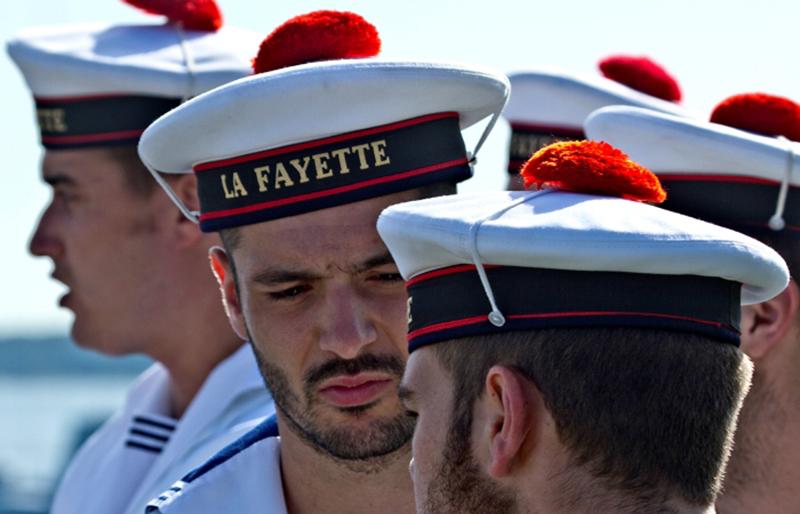 Для чего у французских моряков на бескозырке красный помпон