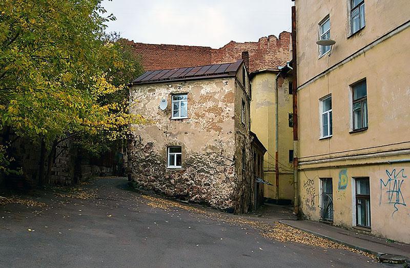 Продается старейший жилой дом России (4 фото)
