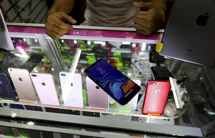 Мексиканцы скупают в магазинах муляжи мобильников. Зачем?