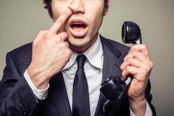 Почему люди ковыряются в носу?