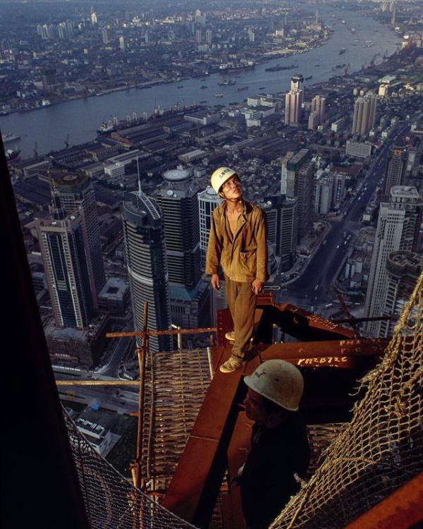 Строительные рабочие на 87-м этаже (фото дня)