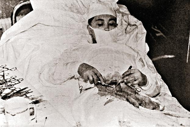 О том как советский хирург сделал операцию сам себе