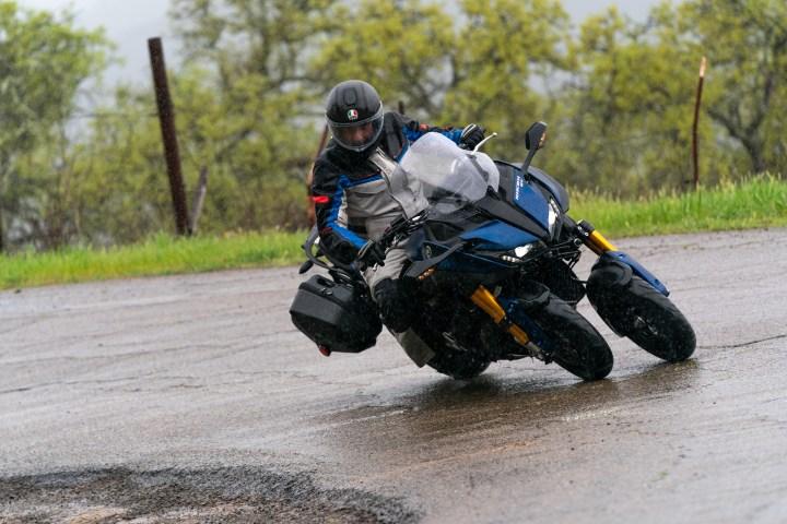 Yamaha Niken — байк со спаренным передним колесом (9 фото)