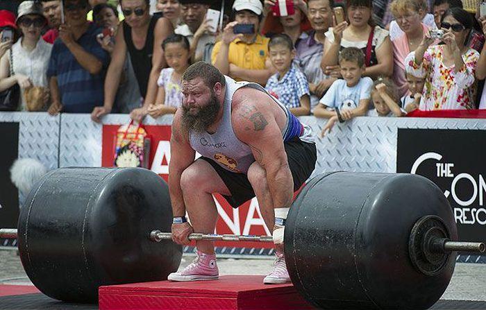 Самый сильный человек на Земле (38 фотографий)