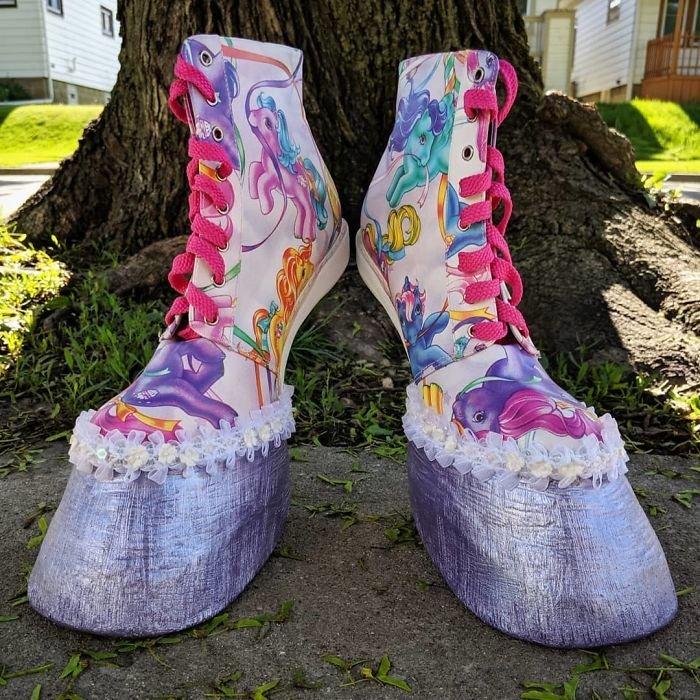 Реалистичная обувь в виде копыт (23 фото)
