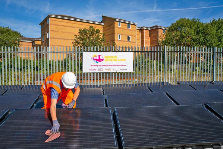 В Великобритании заработала солнечная железная дорога
