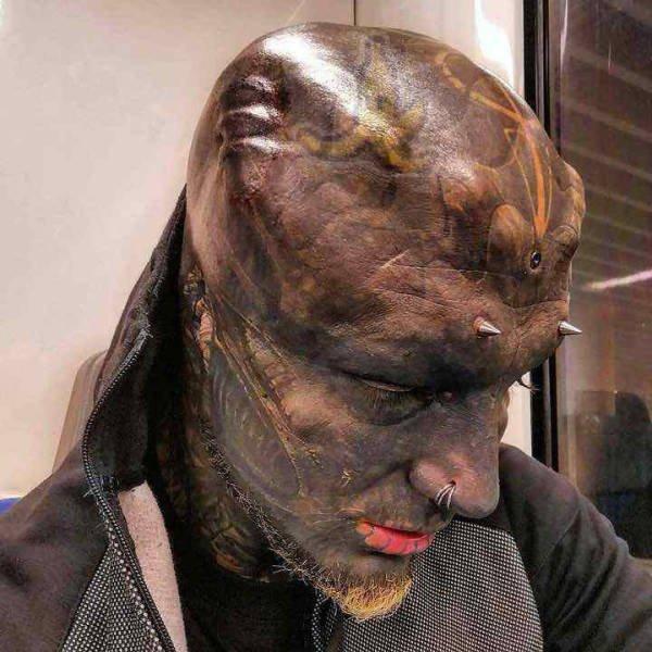 Француз, решивший стать инопланетяниным (9 фото)
