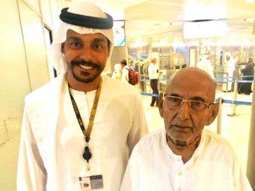 Индийский долгожитель стал знаменитым, показав свой паспорт в аэропорту (2 фото)