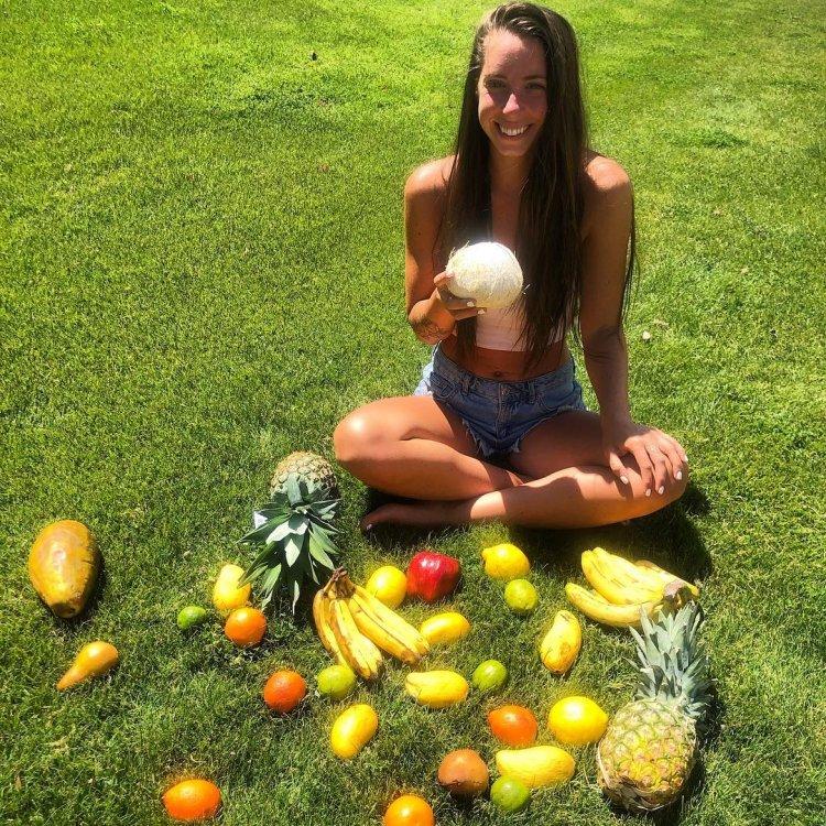 25-летняя солнцеедка из США (12 фото)