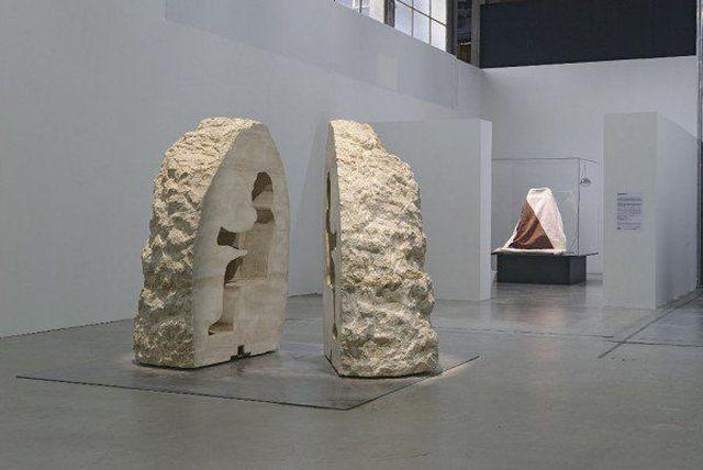 Художник Абрахам Пуаншеваль замурует себя в камне на 8 дней (9 фото)