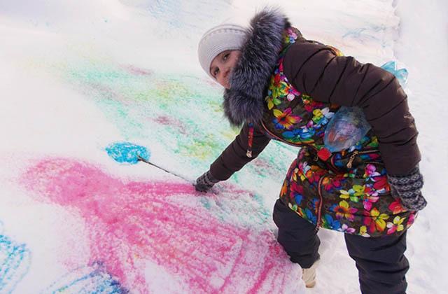 Причины появления разноцветного снега