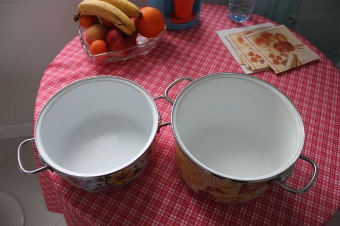 Простой способ очистить нагар на эмалированной посуде
