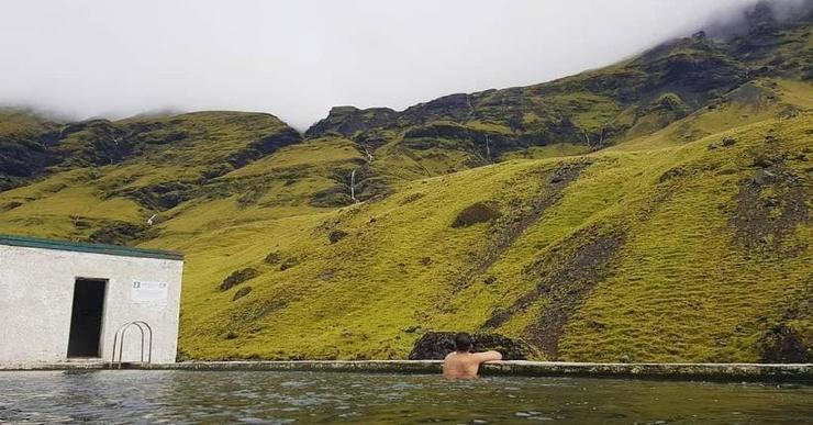 Тайный бассейн Исландии, страны водопадов и геотермальных источников (7 фото)