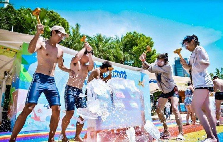 Уханьский аквапарк забит посетителями