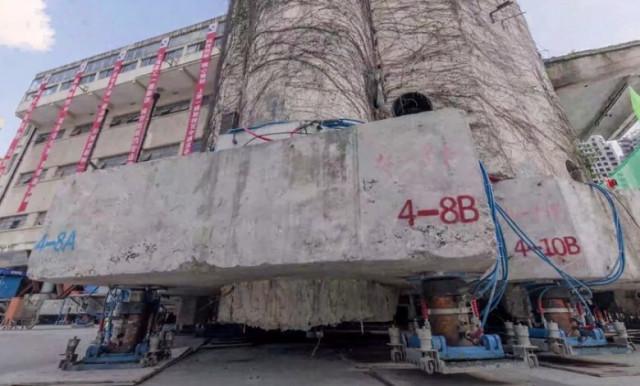 """Роботизированные """"ноги"""" помогли 7600-тонному зданию """"перейти"""" на новое место (3 фото + видео)"""
