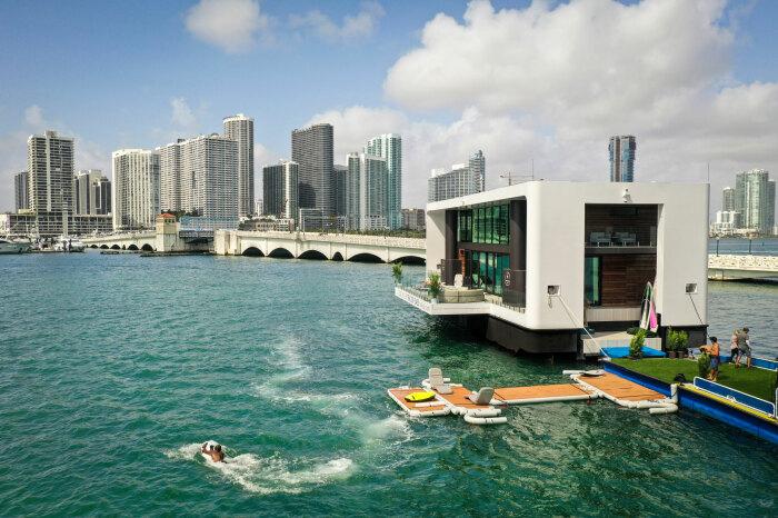4 плавучих дома, в которых захочется пожить даже тем, кто не любит отдыхать на воде