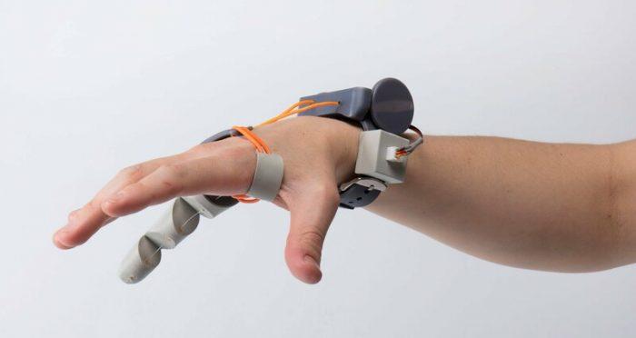 Как искусственный шестой палец меняет работу мозга человека