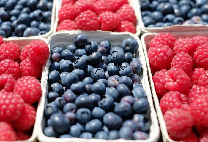 Как заморозить на зиму фрукты и ягоды, чтобы они сохранили максимум полезных свойств